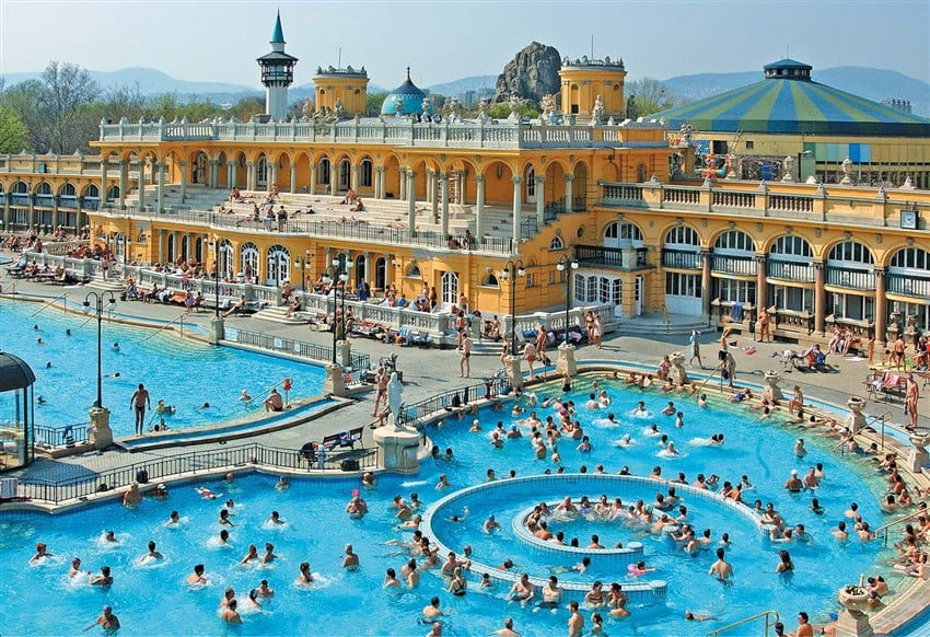 Szechenyi-Spa-Baths-Press-Photo-Outdoor-Pool (850 x 582)