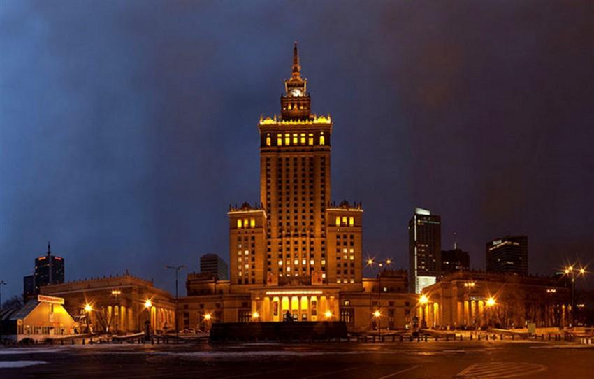 polonya varşova kültür ve bilim sarayı