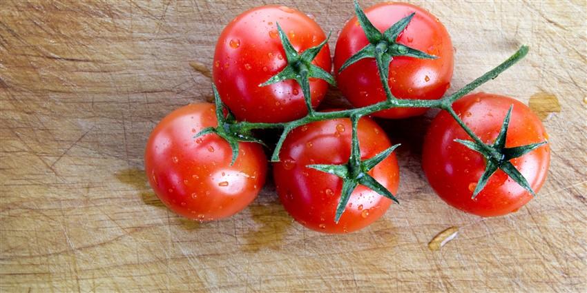Diyetinizde Bulunması Gereken Yiyecekler domates