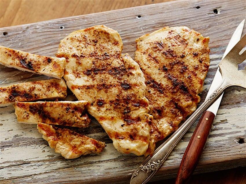 Diyetinizde Bulunması Gereken Yiyecekler tavuk göğsü