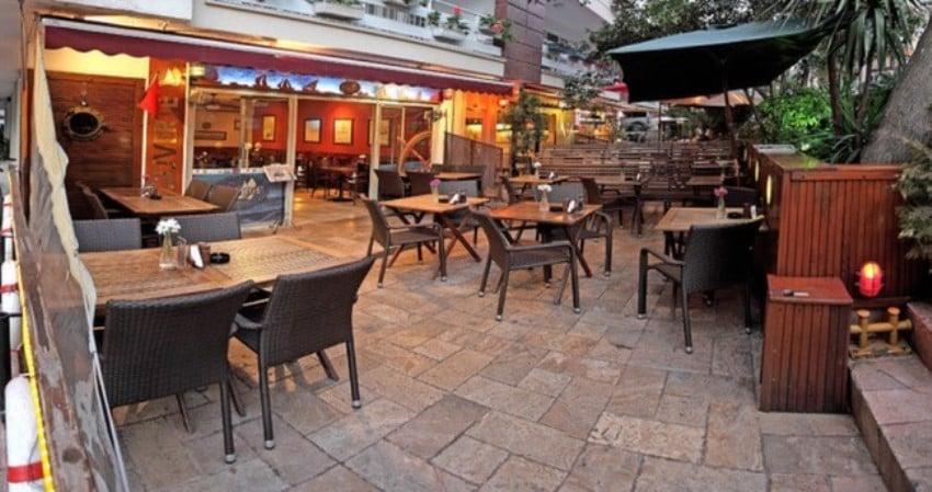 Kadıköy'deki Kahvaltıcılar Güverte Liman Cafe