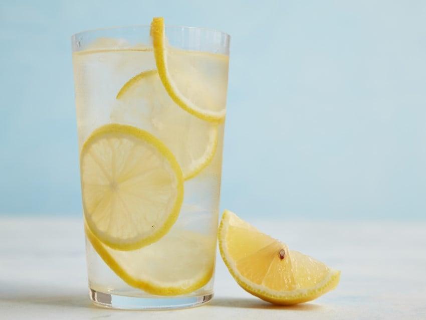 Limonlu Suyun Faydaları Vücudun pH Oranını Ayarlar