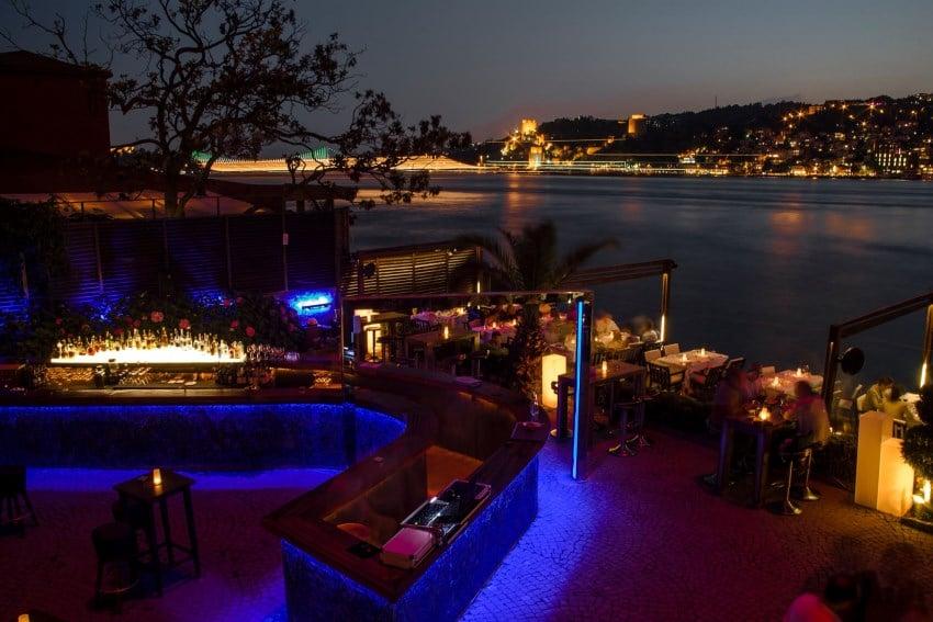 İstanbul'da En Romantik Mekanlar Lacivert Restaurant