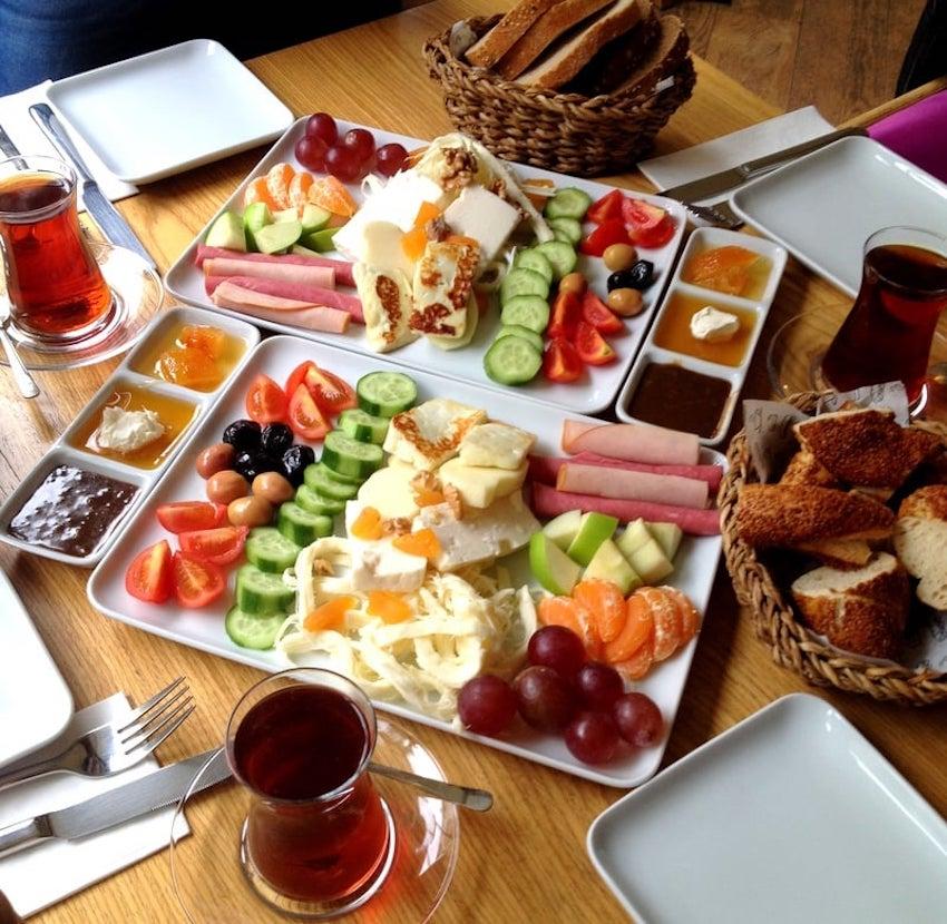 Dair'e Cafe, Erenköy