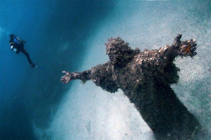 İtalya Hakkında Bilmeniz Gereken 22 Şey İtalya İsa Su altı heykeli