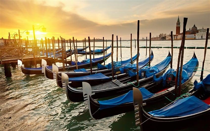 İtalya Hakkında Bilmeniz Gereken 22 Şey Venedik Gondolları