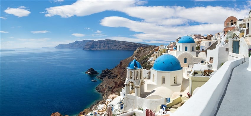 Panoramic-view-of-the-Oia-village (1) (850 x 394)