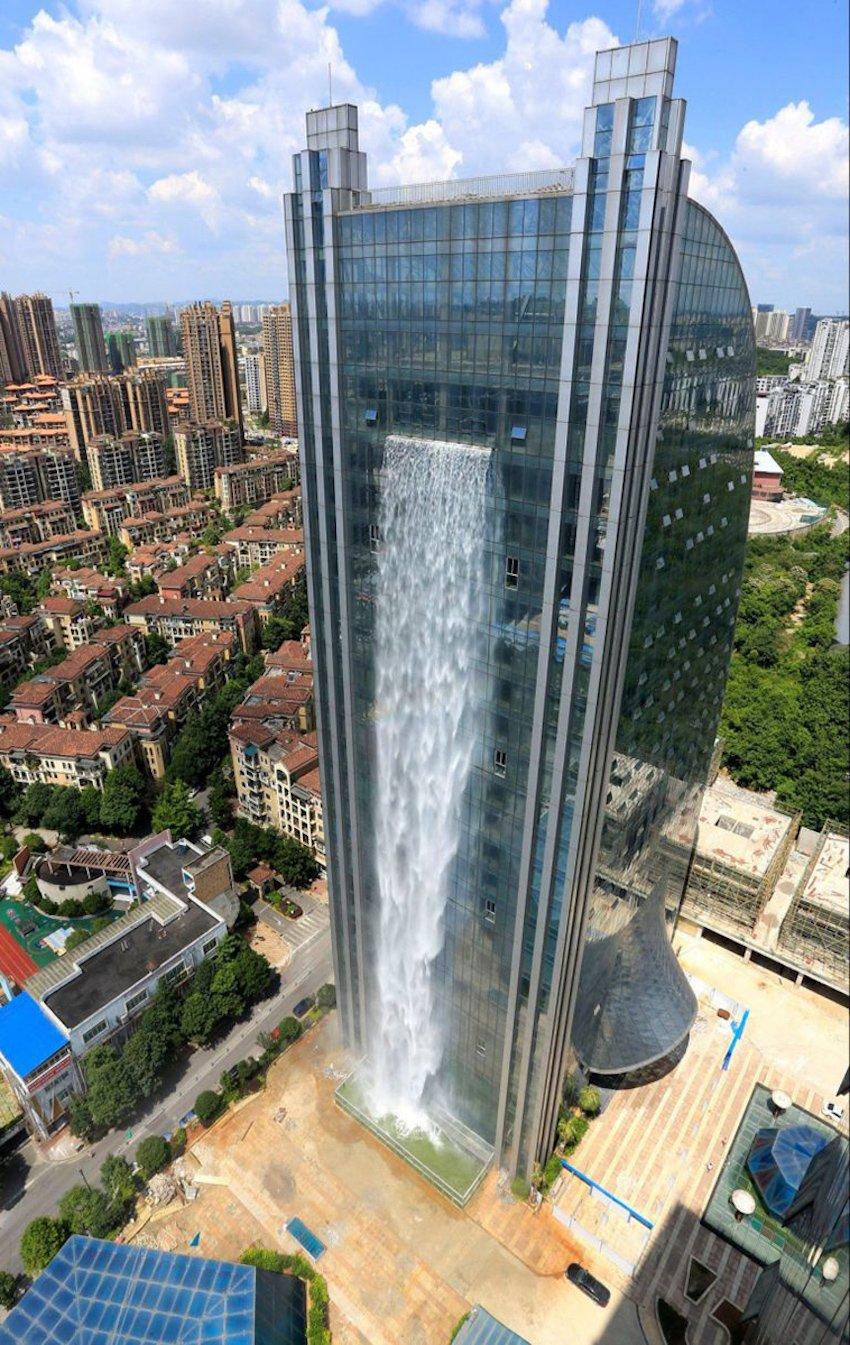 Çin Gökdelen Şelalesi