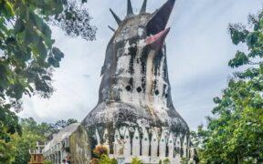 Tavuk Görünümlü Endonezya Kilisesi