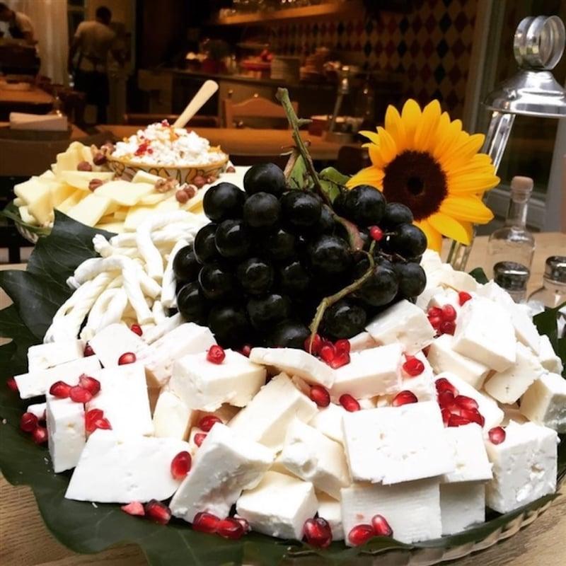 İstanbul'da Açık Büfe Kahvaltı Forno Balat