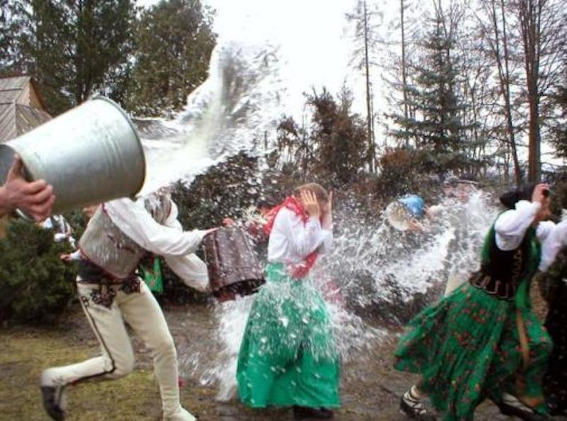 Polonya Paskalya Bayramı Smigus Dyngus